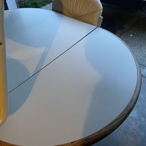 Dining Or Kitchen Table And 5 Chairs With Wheels for Sale in Puyallup, WA