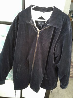 USED BUT IN GOOD CONDITION MENS XLARGE VERY VERY WARM NAVY BLUE JACKET 10.00FIRM LOCATED RANCHO &MILL COLTON for Sale in Colton, CA