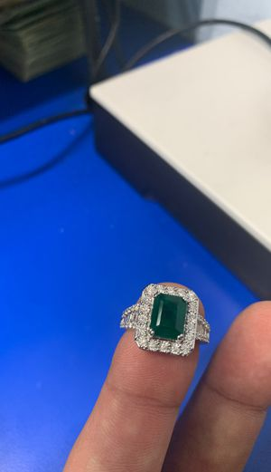 Large center Emerald with diamond baguettes for Sale in Gurnee, IL