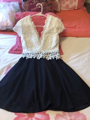Dress size Large good conditions used once for Sale in Addison, IL