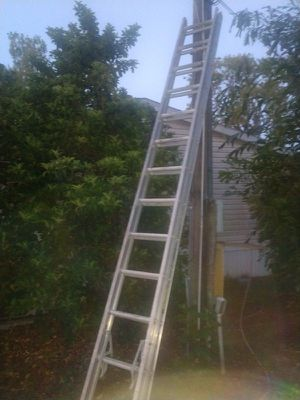 28ft aluminum extension ladder for Sale in Seattle, WA