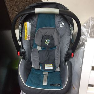Car seat W/Base for Sale in Silver Spring, MD