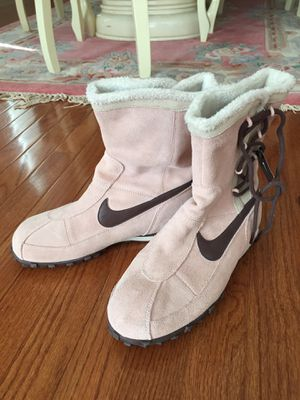 Nike Sakami Girls Boots, Size : 6Y for Sale in Hartsville, PA