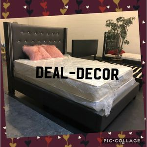King Size Nail Head Trim Bed for Sale in Atlanta, GA