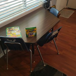 Kids learning table with chairs for Sale in Phoenix, AZ