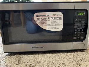 Emerson Microwave 900 Watt for Sale in Wichita, KS