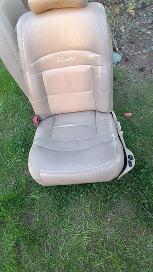 Front leather seats from 2000 ford explorer for Sale in Vancouver, WA
