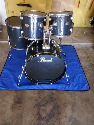 PEARL (FORUM) BEAUTIFUL CONDITION (NEW EVANS HEAD AND BASS REMO) for Sale in Fort Worth, TX