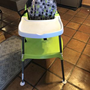 Grow With Me High Chair for Sale in Albuquerque, NM