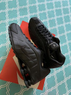 Brand new men's air max Shox R4 triple black size 10.5 only price is firm for Sale in New York, NY