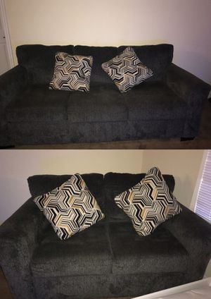 2 piece couch set for Sale in Tampa, FL