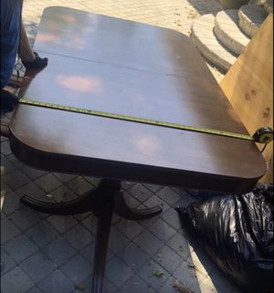 Vintage wooden Dining room table. for Sale in Los Angeles, CA
