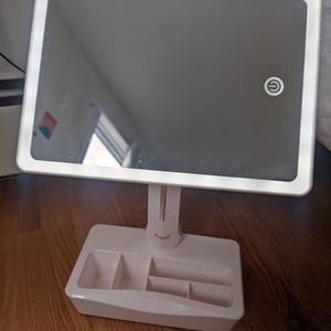 Light Up Makeup Mirror With Magnification for Sale in Bloomfield, NJ