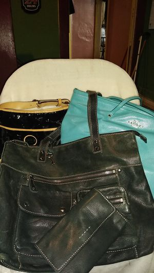 ASSORTMENT OF HANDBAGS WITH ONE WALLET for Sale in Detroit, MI
