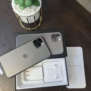 iPhone 11pro for Sale in Burkeville, VA