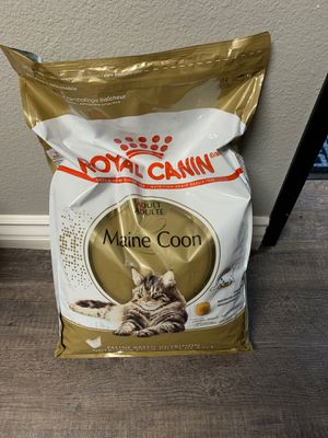 Royal canin Maine coon for Sale in Anaheim, CA