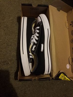 New Converse Sz9 mens for Sale in St. Louis, MO