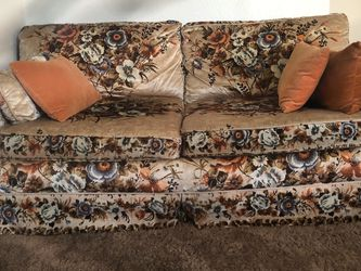 Vintage Couch, Tan And Floral for Sale in Las Vegas,  NV