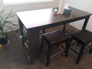 Dining table with 4 stools for Sale in Kennewick, WA
