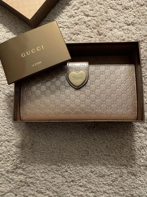 Original Gucci long wallet for Sale in Palmyra, PA