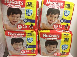 Huggies snug and dry —size 4 for Sale in Brooklyn, NY