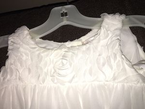 Beautiful white David's Bridal 2T flower girl dress for Sale in Selma, NC