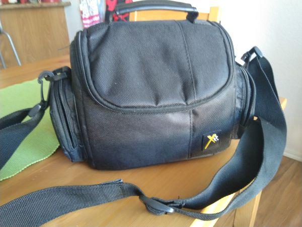 Camera Sony cibershot with tripod and bag