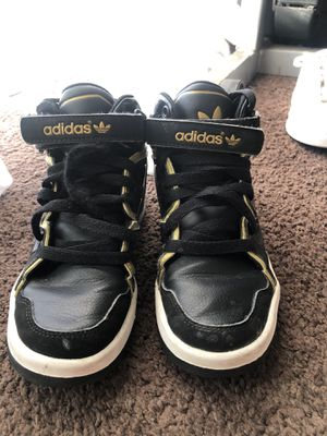 Adidas black and gold 1y, pick up only for Sale in Los Angeles, CA