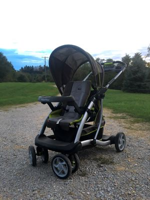 Graco Sit and Stand Double Stroller for Sale in Claysville, PA