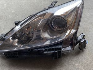 Front Headlight (right side) Lexus IS250 for Sale in Hollywood, FL