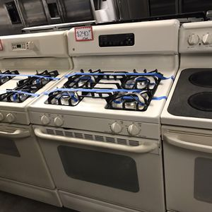 GE GAS STOVE IN EXCELLENT CONDITION for Sale in Baltimore, MD