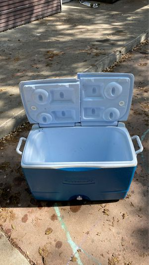 Rubbermaid ice chest for Sale in Stockton, CA
