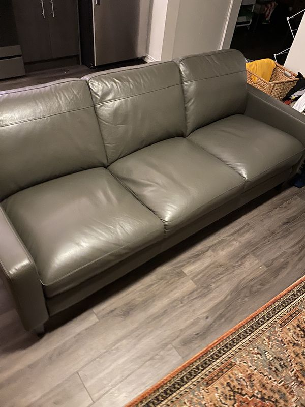 Brand New Leather Couch . Owned 3 Days . Receipt To Prove. Nothing Wrong With It Just Need To Move Last Minute . Bought For $1,000 Selling For $800