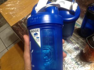 3 blender/shaker bottle with pill tray on bottom and 5 cold drink bottles all brand new perfect for summer asking $25 for all for Sale in North Las Vegas, NV