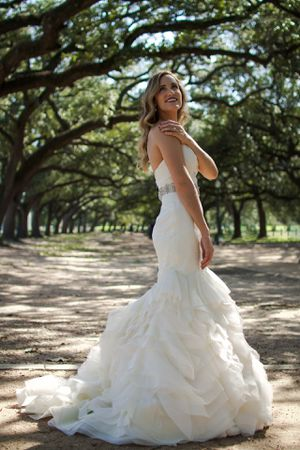 Beautiful wedding dress mermaid style satin strapless sweetheart. Size 4. Belt not included. for Sale in Houston, TX