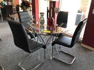 Contemporary glass top 5 piece dining table set for Sale in Coppell, TX