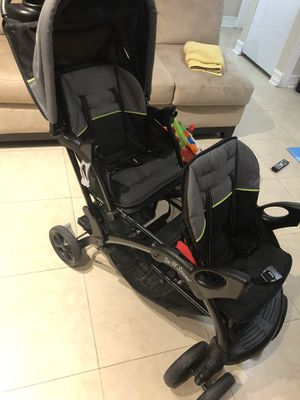 Double stroller for Sale in Hialeah, FL