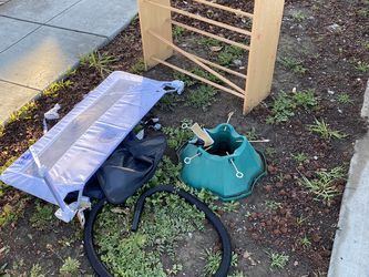 Free Tree Stand And Shoe Rack for Sale in San Jose,  CA