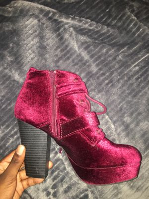 Red velvet faux fur ankle boot with buckles, Size : 7, Brand: Report for Sale in Darnestown, MD