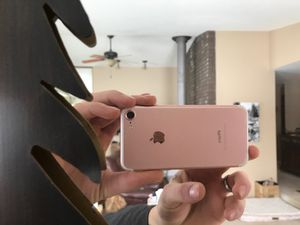 Rose gold iPhone 7s unlocked for Sale in Cashmere, WA