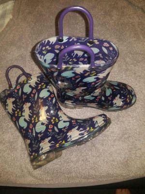 Botas para la lluvia / Rain boots para niña for Sale in Lynwood, CA