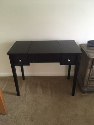 Vanity color black Great condition! for Sale in El Dorado, AR