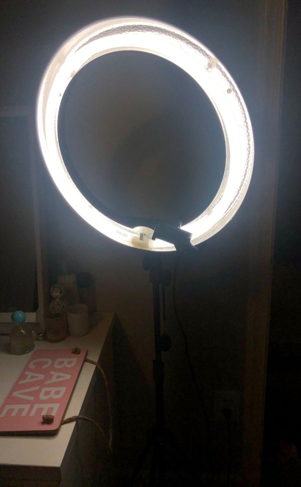 Neewar ring light w/ clicker & phone stand