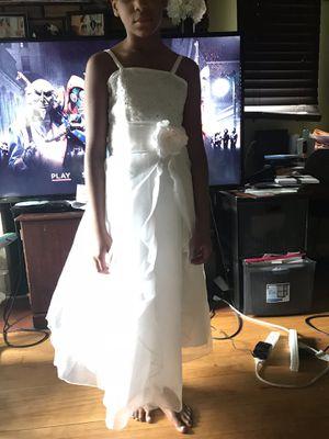 Flower girl dresses and wedding veil for Sale in Detroit, MI
