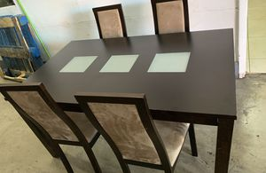 Dining table with 4 chairs for Sale in Miami, FL