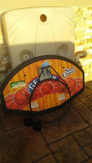 Huffy outdoor basketball hoop for Sale in Fort Lauderdale, FL