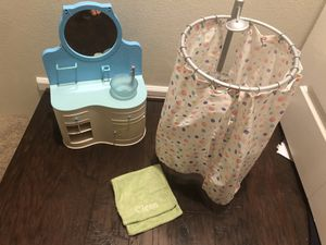 American Girl Fresh and Clean shower & vanity for Sale in Everett, WA