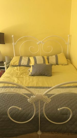 Full bed and night stand for Sale in Archdale, NC