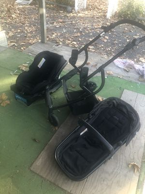 Urbini car seat, base, and stroller for Sale in Outlook, WA