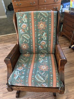 Antique chair for Sale in Raleigh, NC